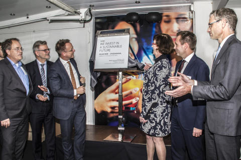 Obton, Ambassador, King's Commissioner and Mayor inaugurate 14 MWp solarpark in the Netherlands