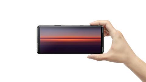 Sony presenta Xperia 5 II, lo smartphone Xperia con tecnologia 5G più compatto, che eleva fotografia, gaming e intrattenimento a livelli inesplorati