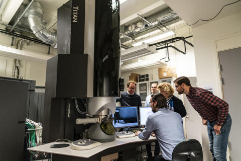 Research with a transmission electron microscope