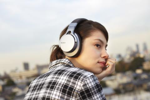 Facilité d'écoute garantie avec quatre nouveaux casques Bluetooth® de Sony