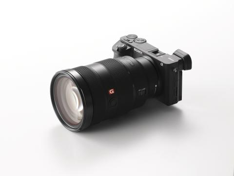 Sony présente son nouvel appareil photo α6500, un artiste complet
