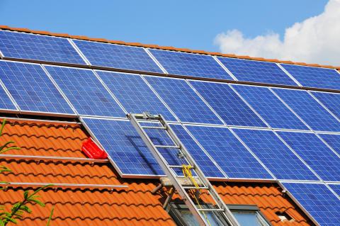 10_Dach_Photovoltaik_Leiter_Werkzeugkasten