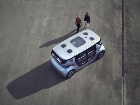 NEVS presenterar PONS – det första mobilitetssystemet med självkörande fordon för stadsbors behov