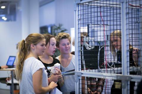 Ungdomar på Industridagen 2013