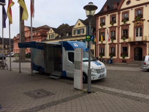 Beratungsmobil der Unabhängigen Patientenberatung kommt am 23. Juni nach Offenburg.