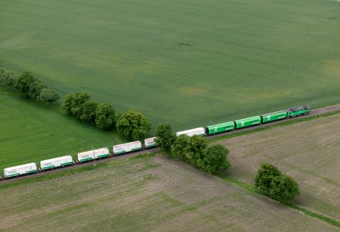 Scanlog and Green Cargo's partnership is decreasing carbon dioxide emissions for Findus through a direct rail link between Sweden and Italy