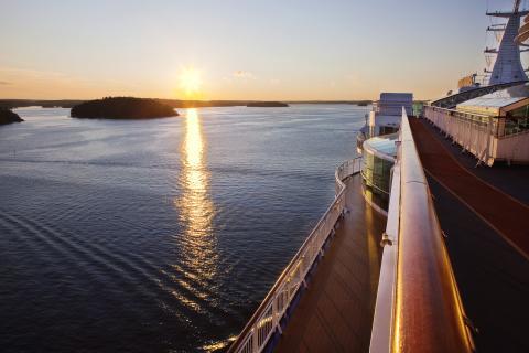Birkas kryssningsfartyg i kvällssol