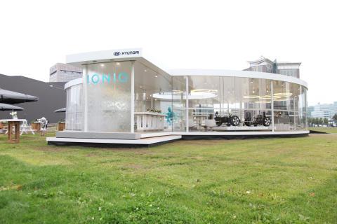 Viser ny elbil midt i Oslo sentrum