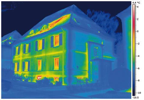 Von außen sind viele Häuser gleich. Durch eine Thermografie werden die Wärmeverluste sichtbar.