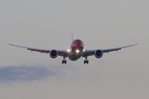 Dreamliner 787 Dusk