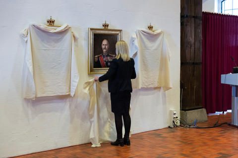 Avdukingen av nye kongeportretter-Frigjøringskongene