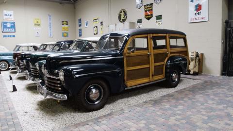 Én mand og 220 klassiske Ford-modeller