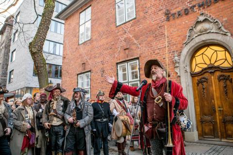 Kieler Umschlag  für die ganze Familie - eine Zeitreise vom Mittelalter über Piraten bis  in die Moderne