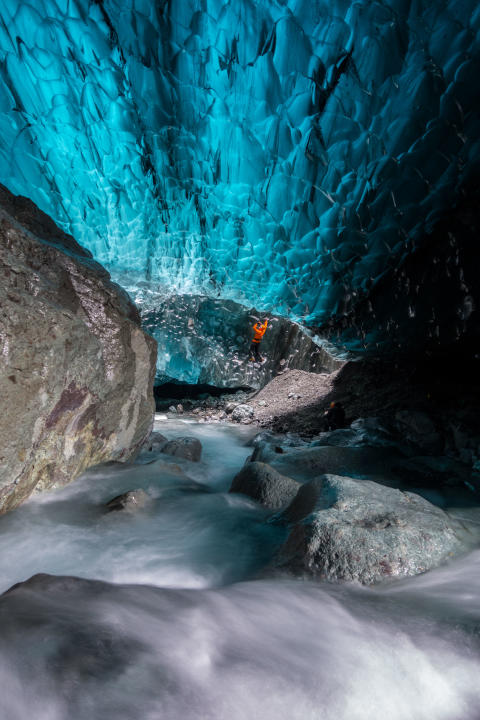 Sony_Guides_Ice_Caves-4