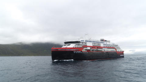 Hurtigruten MS Roald Amundsen 005 - hybrid powered - photo Hurtigruten