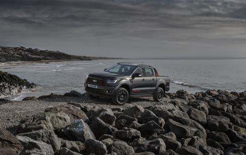 Exkluzivní Ford Ranger Thunder je dramaticky stylizovaná a bohatě vybavená nová verze nejprodávanějšího pick-upu v Evropě
