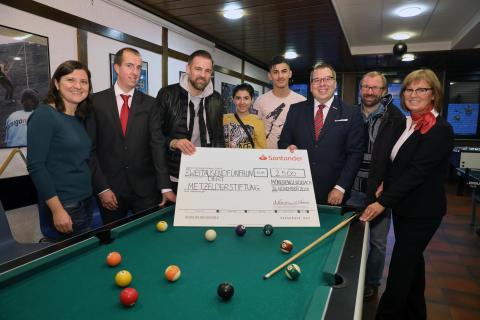 Santander und Christoph Metzelder: Gemeinsam für die Kleinsten