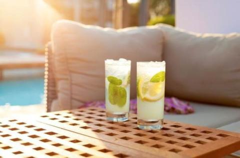 Slut med sugerør i drinken næste sommer