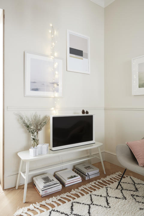 Samsung Serif TV - Dreaming of a white christmas