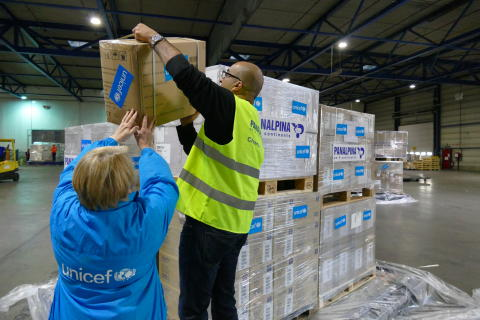 Panalpina and UNICEF prepare 70 tons of relief goods for Burundi.