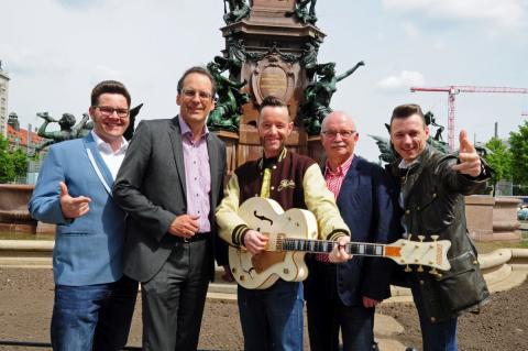 """Sie freuen sich auf das """"Leipziger Stadtfest 2017"""": Leipzigs beliebte Band """"Firebirds"""" sowie Volker Bremer (LTM GmbH, 2. v.l.) und Bernd Hochmuth (Stadtfest-Gesamtorganisator (2. v.r.)"""
