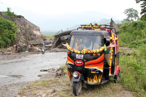 Travel scholarship helps business students' tuk-tuk trek across India