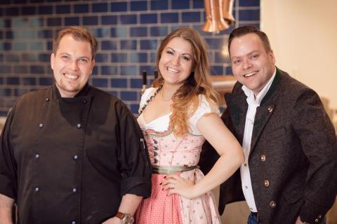 Christian Seegerer mit Service- und Küchenleitung