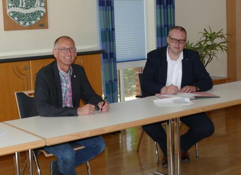 Gemeinde Loxstedt schließt Kommunalvertrag mit Deutsche Glasfaser