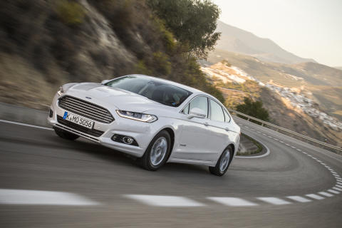 Mondeo på en helt ny måde – Ford introducerer den skarpe firmabil som hybrid i Danmark