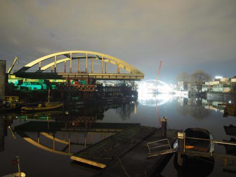 ZÜBLIN führte spektakulären Brückeneinschub in Hamburg durch