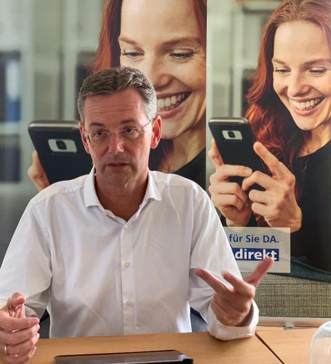 Presse-Frühstück: Peter Stockhorst, CEO der DA Direkt, stellt Marktoffensive vor.