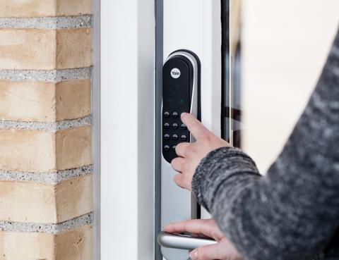 safe4 utvider sitt smarthustilbud med smarte dørlåser fra Yale!
