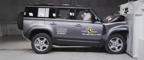 Land Rover Defender - Full Width Rigid Barrier test 2020 1