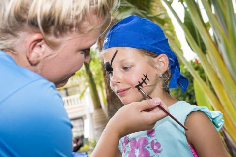 """Günstig für die Großen – umsonst für die Kleinen - alltours bietet Familien den """"Hotel-Nulltarif"""" für Kinder"""
