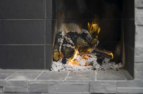 Björn bygger bo - Murad eldstad med rök 4
