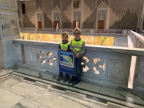 Barnehagebarn er stolte Miljøfyrtårn: fikk diplom på Oslo rådhus