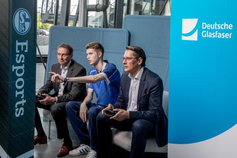 Deutsche Glasfaser ist Esports Partner von Schalke 04