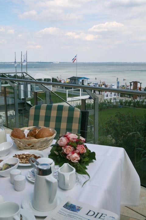 Maritim Seehotel-Terrasse mit herrlichem Meerblick