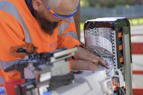 Engineer fibre splicing (1)