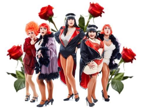 Hiv-Sverige tilldelar 2018 års Heders-Red Ribbon till dragshowgruppen The WAD-Girls