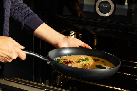 Pan_EGO_P24ANS_omelette_in_oven_horizontal_sRGB