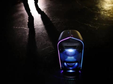 A nova gama de colunas EXTRA BASS™ da Sony melhora as suas festas com um som potente