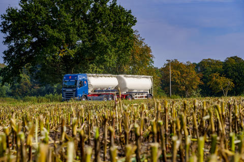 Silo- und Tankfahrzeuge bilden das Hauptgeschäft der Spedition Richard Heinbokel