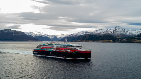 Her er verdens første hybdriddrevne cruiseskip på prøvetur