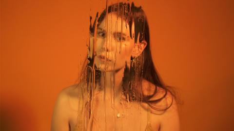 Skott släpper helt oredigerad musikvideo till nya singeln 'Midas'