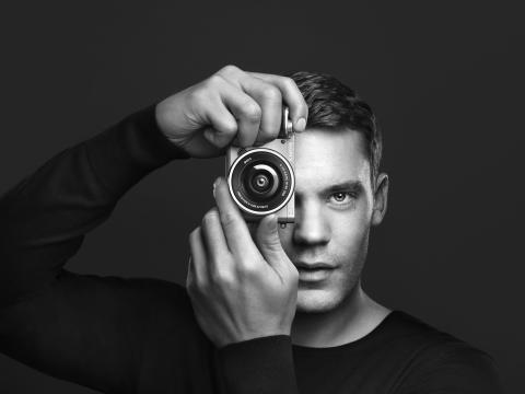 """""""Neuer Fokus"""": Manuel Neuer setzt auf die Alpha α6000 Systemkamera von Sony"""