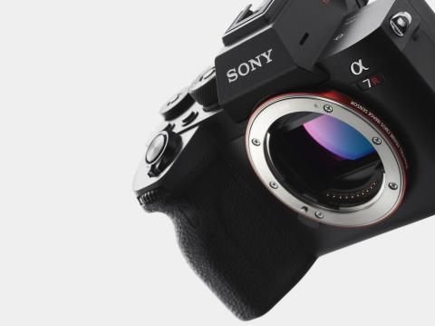 Sony introduceert de Alpha 7R IV-camera met hoge resolutie en 's werelds eerste back-illuminated full-frame beeldsensor met 61,0 MP