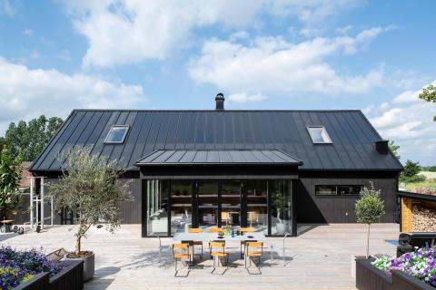 Lindab lanserer taksystem med integrerte solceller