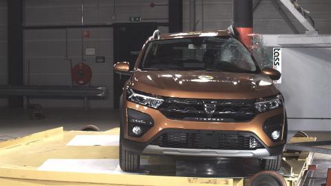Dacia Sandero Stepway side pole test - April 2021.jpg
