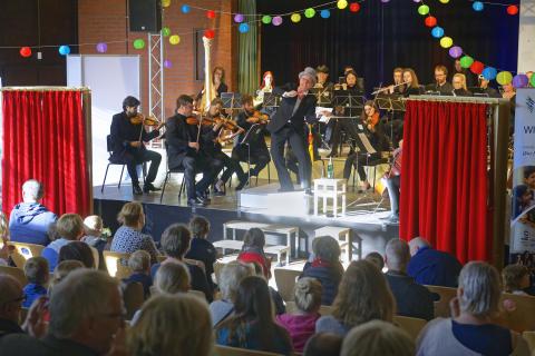 """""""Jeder Ton ein Fest!"""" - Westfalen Weser Energie-Gruppe präsentiert familiäres  Musikerlebnis in der Petri-Kirche Petershagen"""